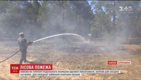 На Херсонщині третій день рятувальники не можуть загасити пожежу