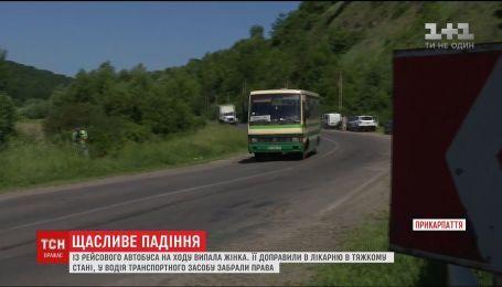 На Прикарпатті із рейсового автобуса на ходу випала жінка