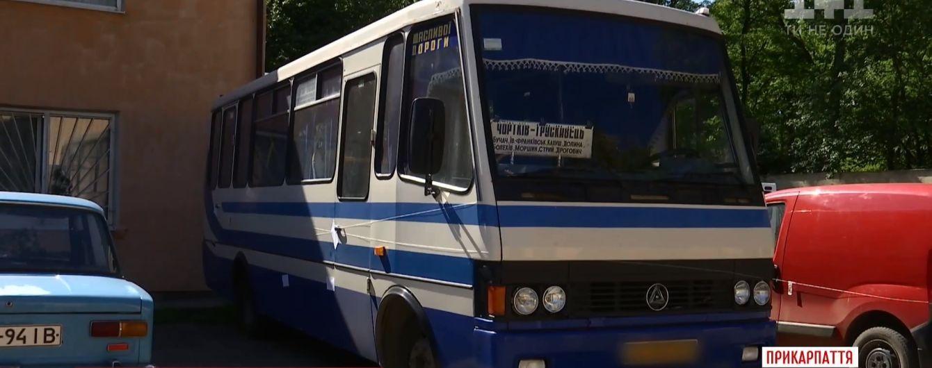 На Прикарпатье из междугороднего автобуса на ходу выпала женщина