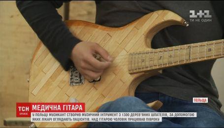Польский музыкант создал уникальную гитару из медицинских шпателей