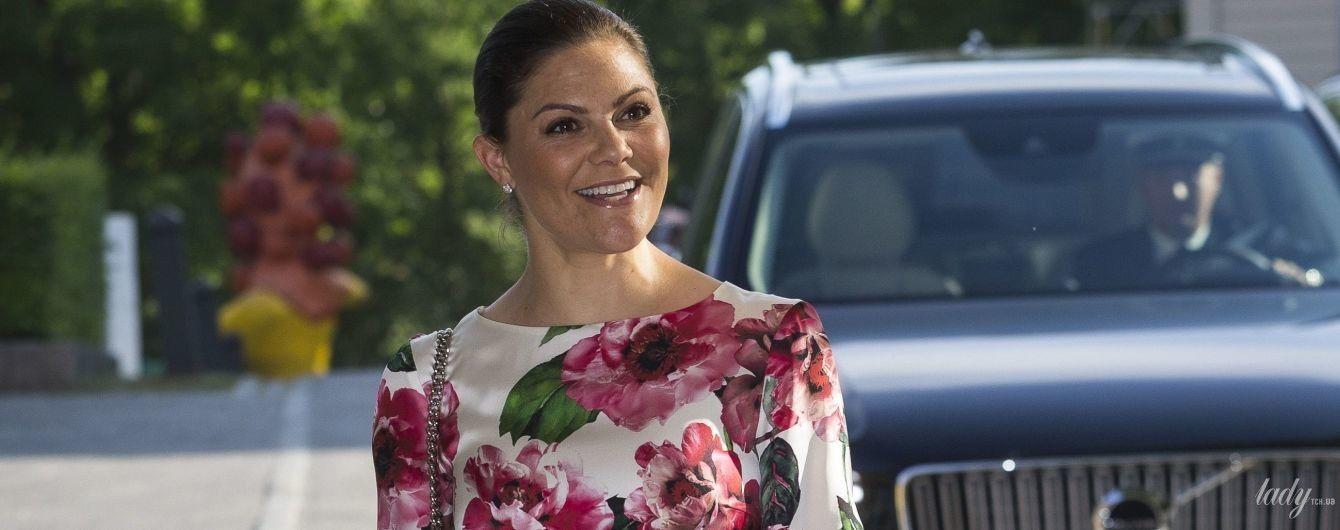 Хит этого лета: королевы и принцессы в нарядах с цветочным принтом