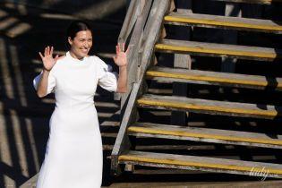 Теперь оправдывается: дизайнер Эмилия Викстед сделала новое заявление о свадебном платье Меган Маркл