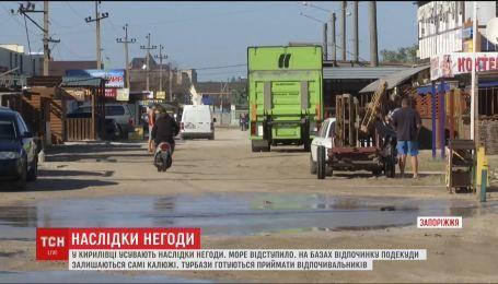 На базах отдыха в Кирилловке усиленно устраняют последствия непогоды