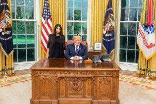 Бессмысленное реалити-шоу на самом высоком уровне: в Сети троллят встречу Кардашян с Трампом