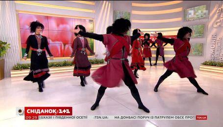 """Национальный балет Грузии """"Сухишвили"""" станцевал в студии """"Сніданку"""""""