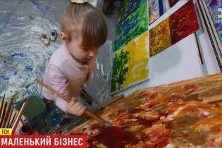 В Днепре 3-летний ребенок рисует абстрактные картины, которые продаются за сотни долларов