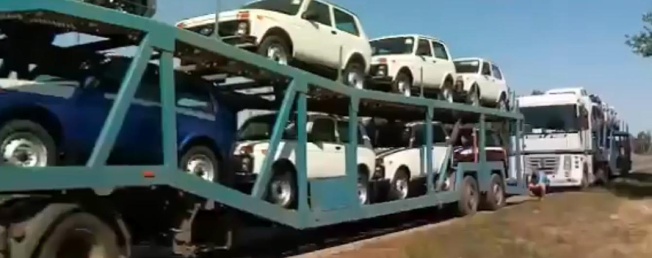 """Мэр Конотопа остановил караван фур, которые завозили в Украину подержанные """"Нивы"""" из России"""