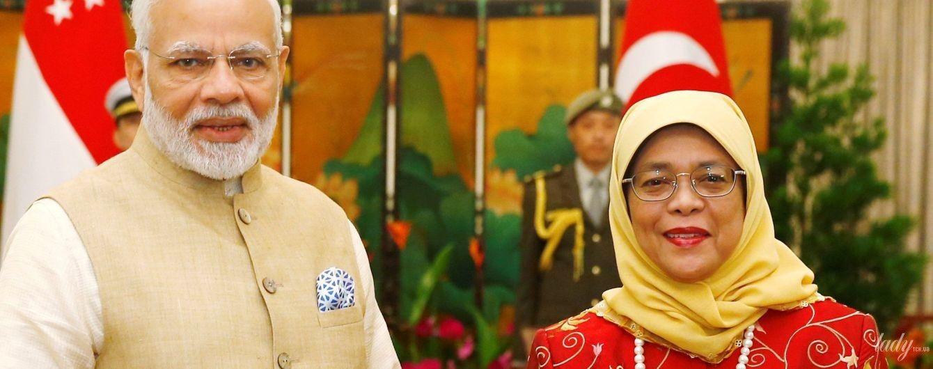 В стильном жакете, с красной помадой и жемчужным ожерельем: яркий образ президента Сингапура Халимы Якоб