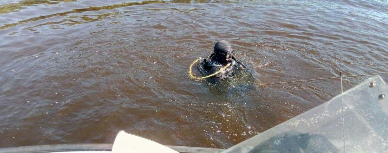 В Киеве спасатели разыскивают ребенка, который нырнул в воды Днепра и исчез