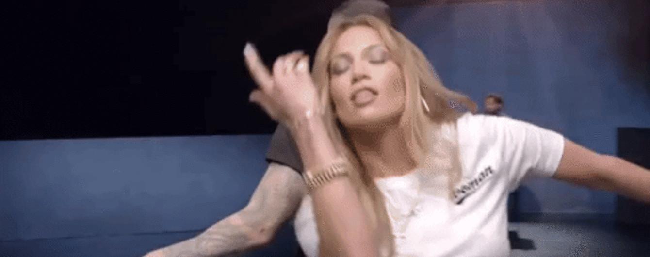 Трогательный клип Maroon 5 с Галь Гадот, Дженнифер Лопес и Ритой Орой собирает миллионные просмотры