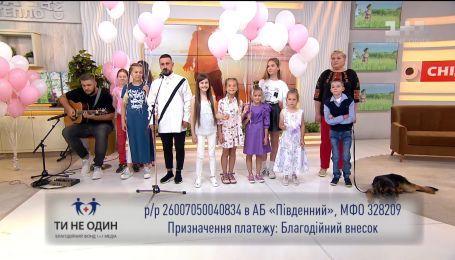 "MONATIK спел песню ""Жизнь поёт"" в студии ""Сніданку з 1+1"""