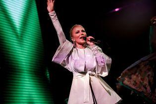 Алена Омаргалиева в костюме-трансформере, Тамерлан в стильной жилетке: TamerlanAlena представили новое шоу в Киеве