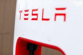 Tesla закриє ряд підприємств із виробництва сонячних батарей