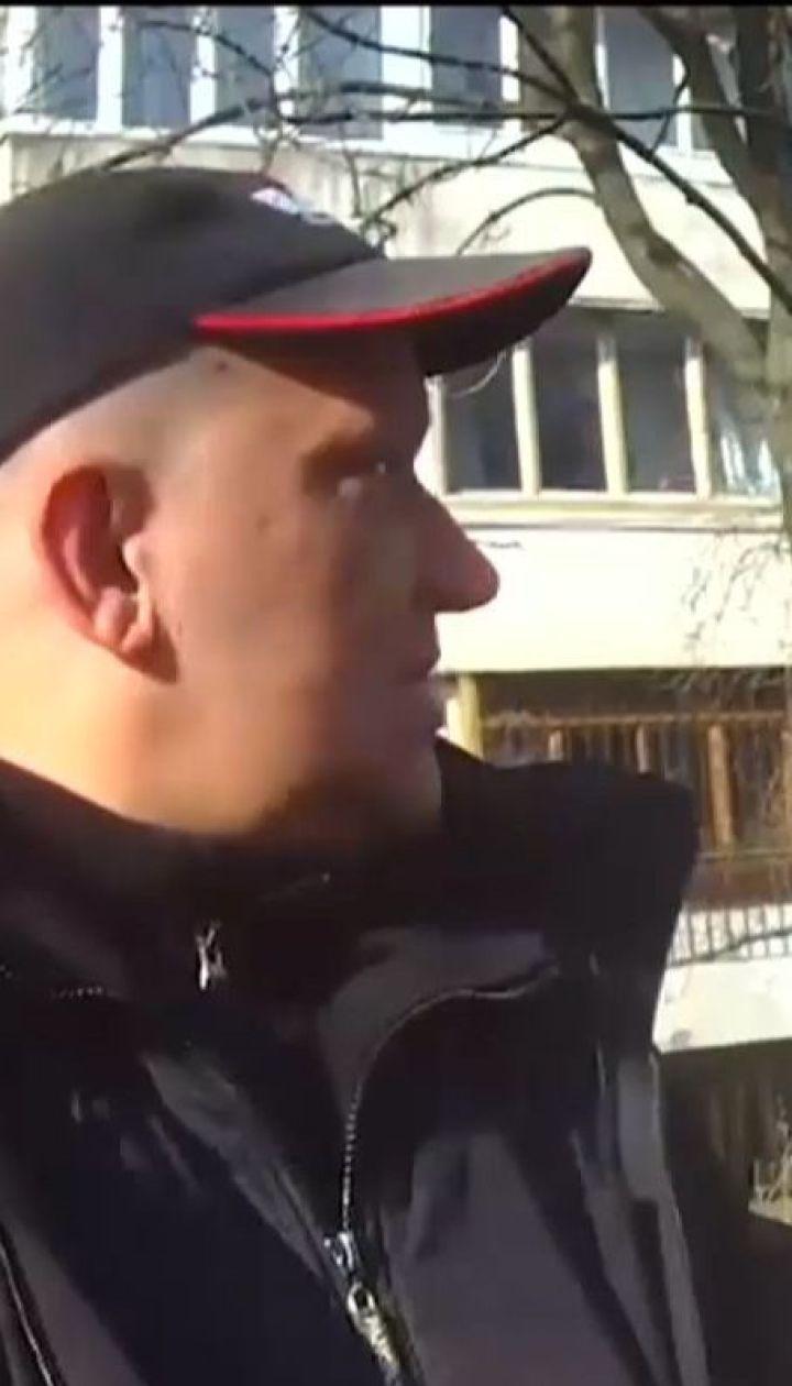 Дніпровський суд Києва півроку розглядає справу щодо побиття патрульним киянина