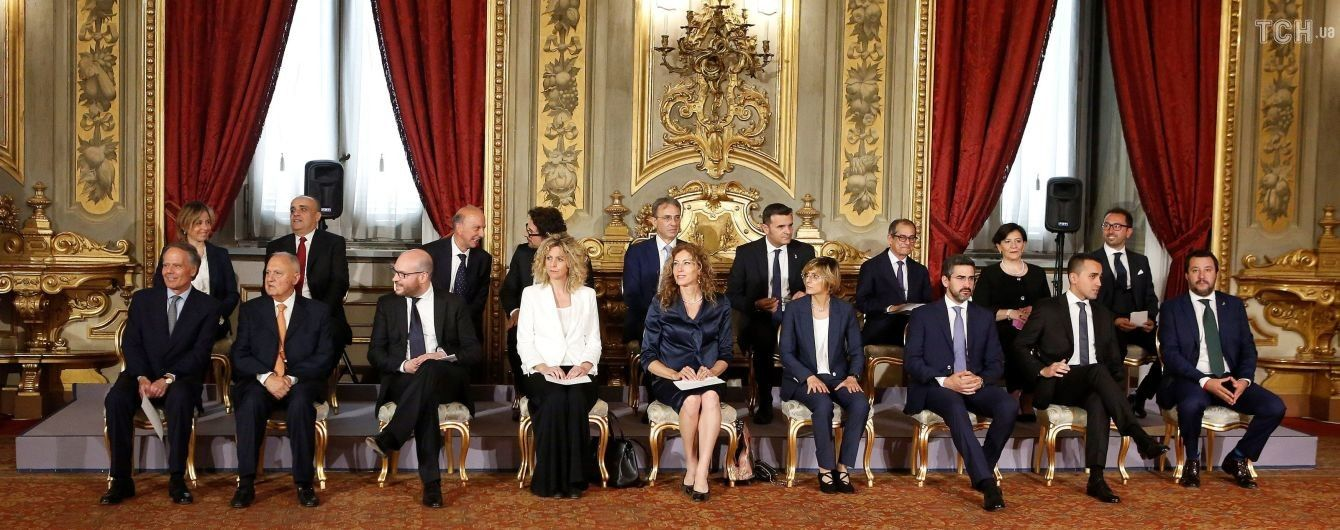 После почти трех месяцев переговоров новое правительство Италии приняло присягу