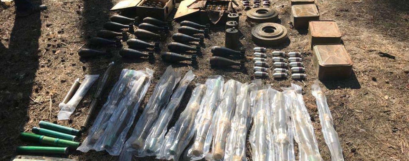 На Луганщине обнаружили крупный схрон с оружием и боеприпасами