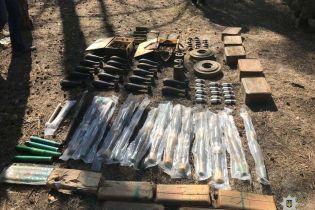 На Луганщині виявили великий схрон зі зброєю та боєприпасами