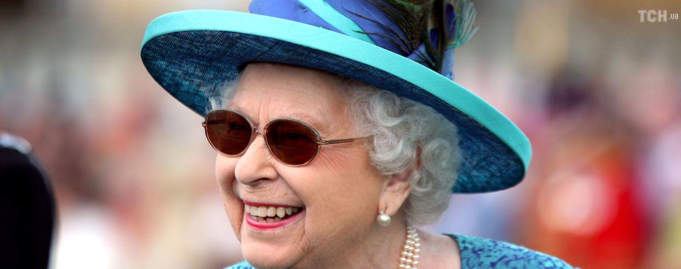 В Великобритании выпустили килограммовую монету в честь королевы Елизаветы II