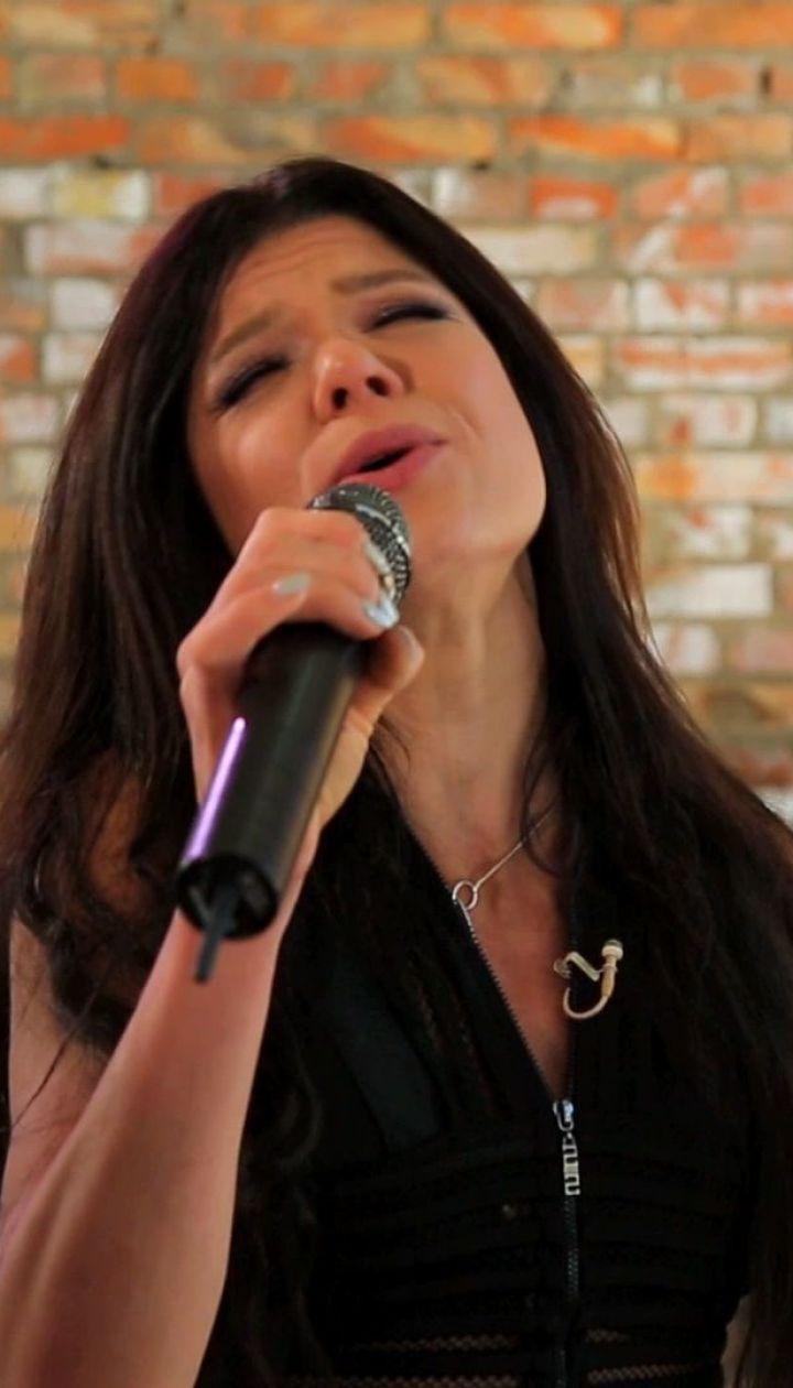 Руслана показала енергозберігаючий будинок, музичні студії і заспівала на свій день народження