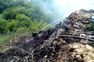 На Полтавщине уже четвертый день ликвидируют пожар на свалке