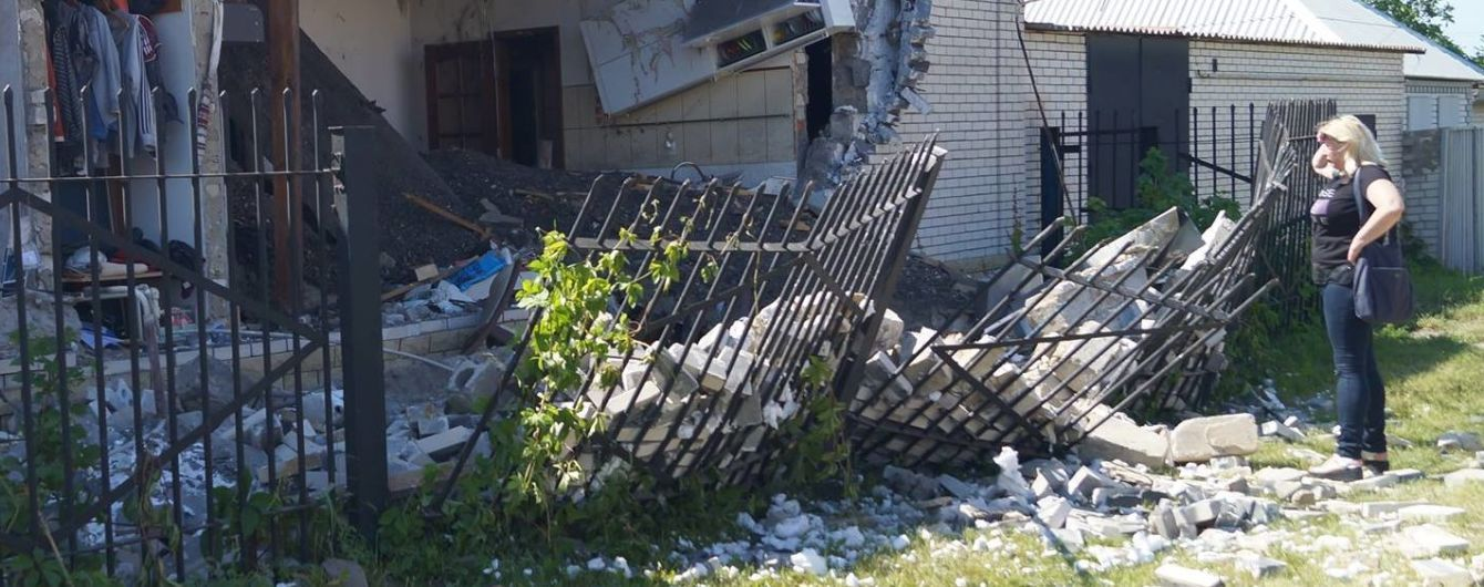 На Луганщині від вибуху у приватному будинку постраждало подружжя