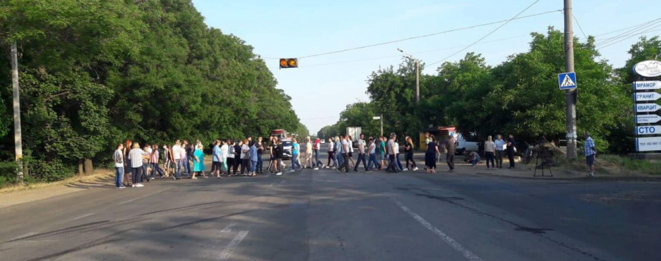 """Підприємці з """"7-го кілометру"""" перекрили об'їзну дорогу в Одесі"""