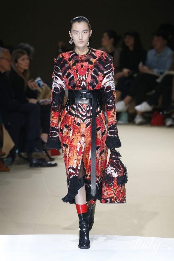 Коллекция Alexander McQueen прет-а-порте сезона осень-зима 2018-2019_5
