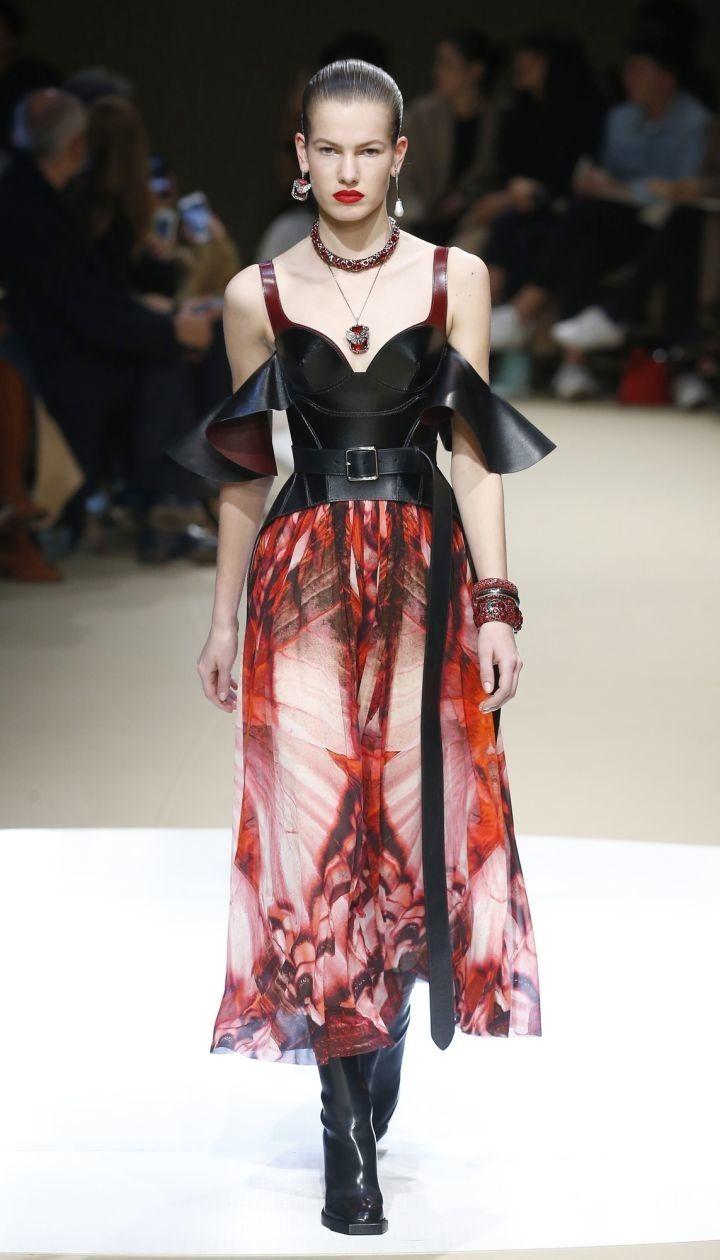 Коллекция Alexander McQueen прет-а-порте сезона осень-зима 2018-2019