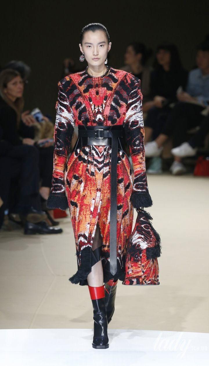 Коллекция Alexander McQueen прет-а-порте сезона осень-зима 2018-2019 @ East News