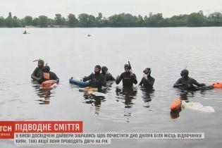 У Києві дайвери-волонтери прибрали з дна Дніпра кілограми сміття