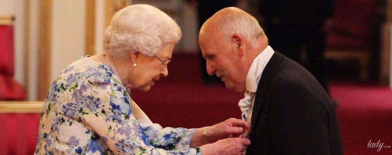Элегантна и бодра: королева Елизавета на торжественном приеме в Букингемском дворце