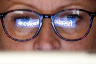 В Facebook приостановили сотрудничество с российскими аналитиками, которые связаны с Кремлем