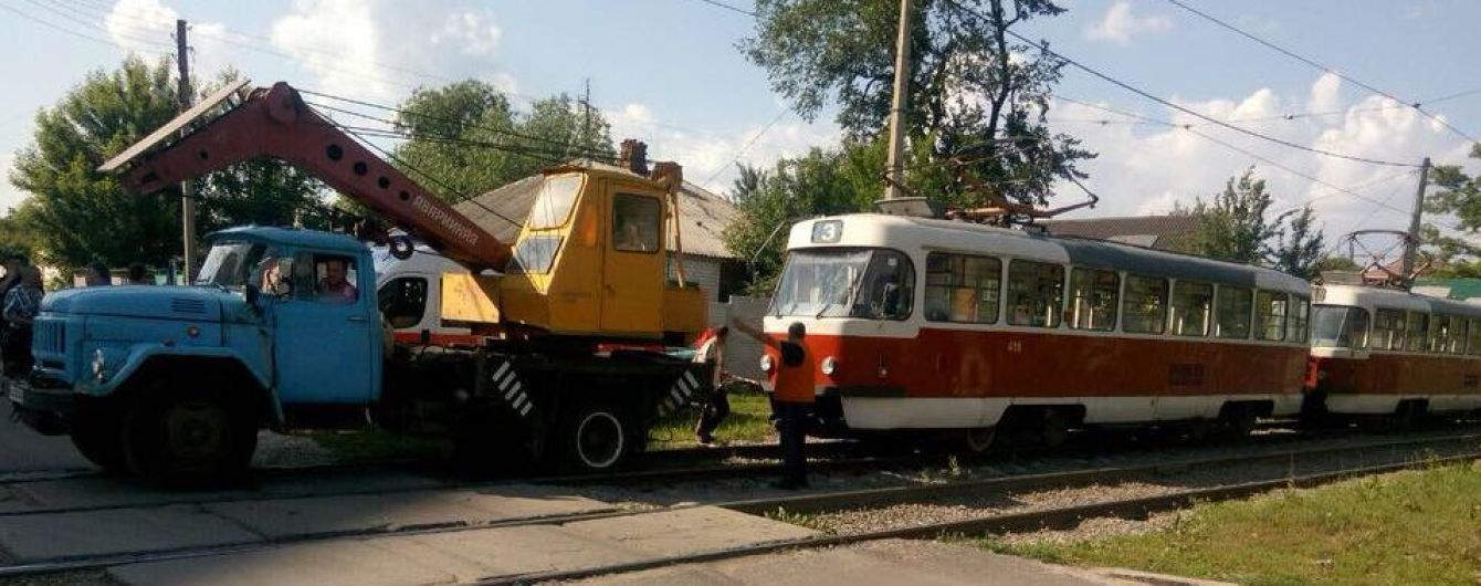 У Харкові чоловік напідпитку стрибнув під трамвай