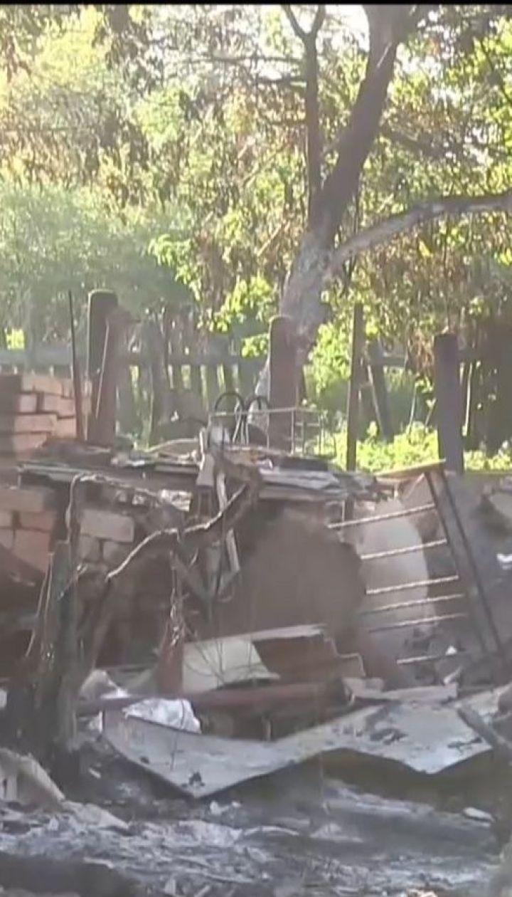 Напуганные постоянными обстрелами жители Пивденного массово бегут из села