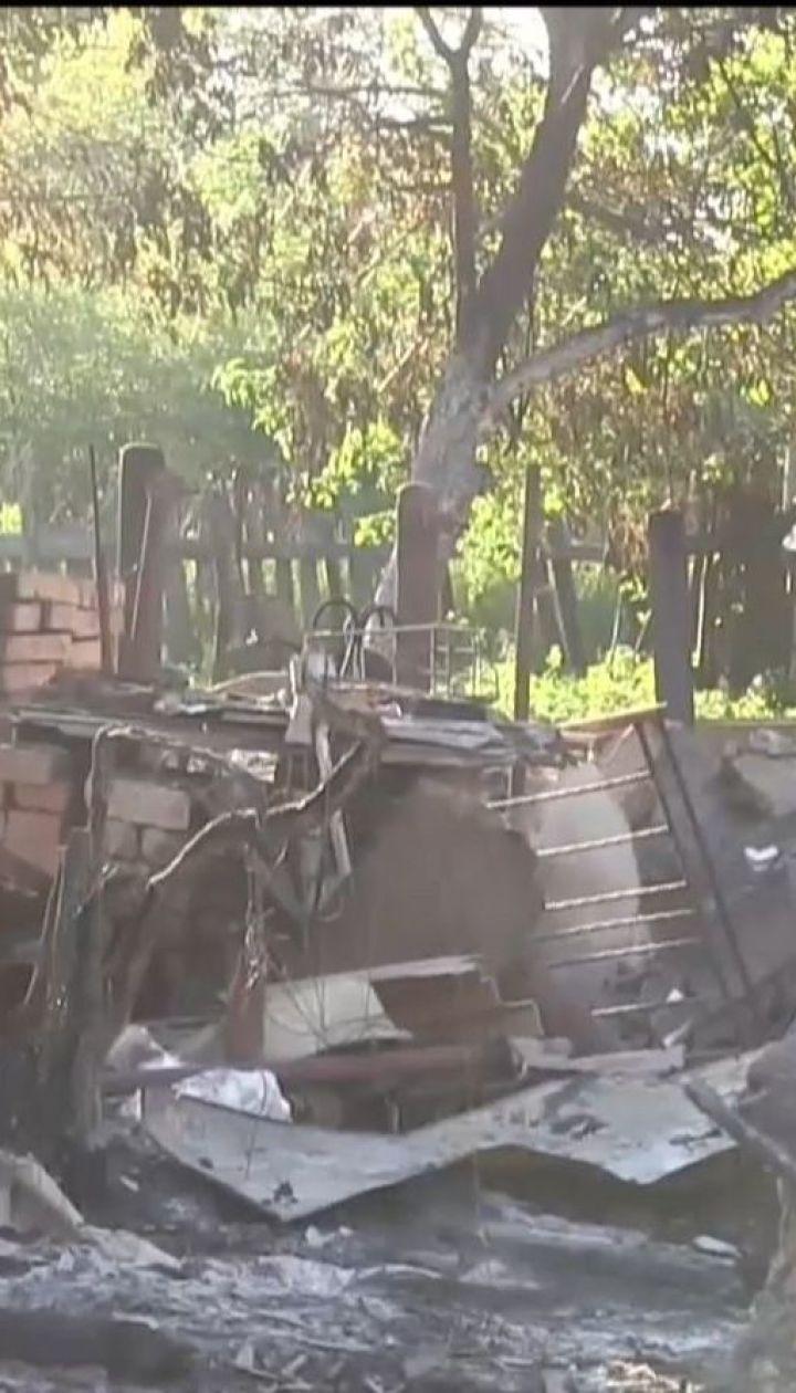 Налякані постійними обстрілами жителі Південного масово тікають з села