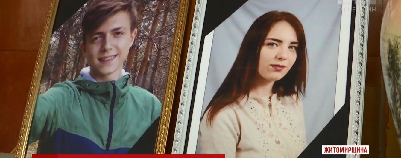 В квартире загадочно умерших на Житомирщине школьников нашли бутылки из-под энергетиков