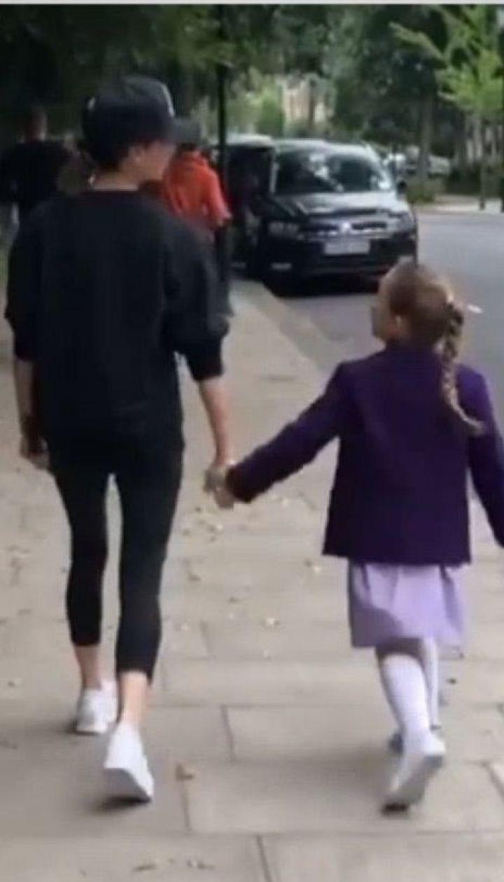 Вікторія Бекхем показала, як треба відводити доньку до школи
