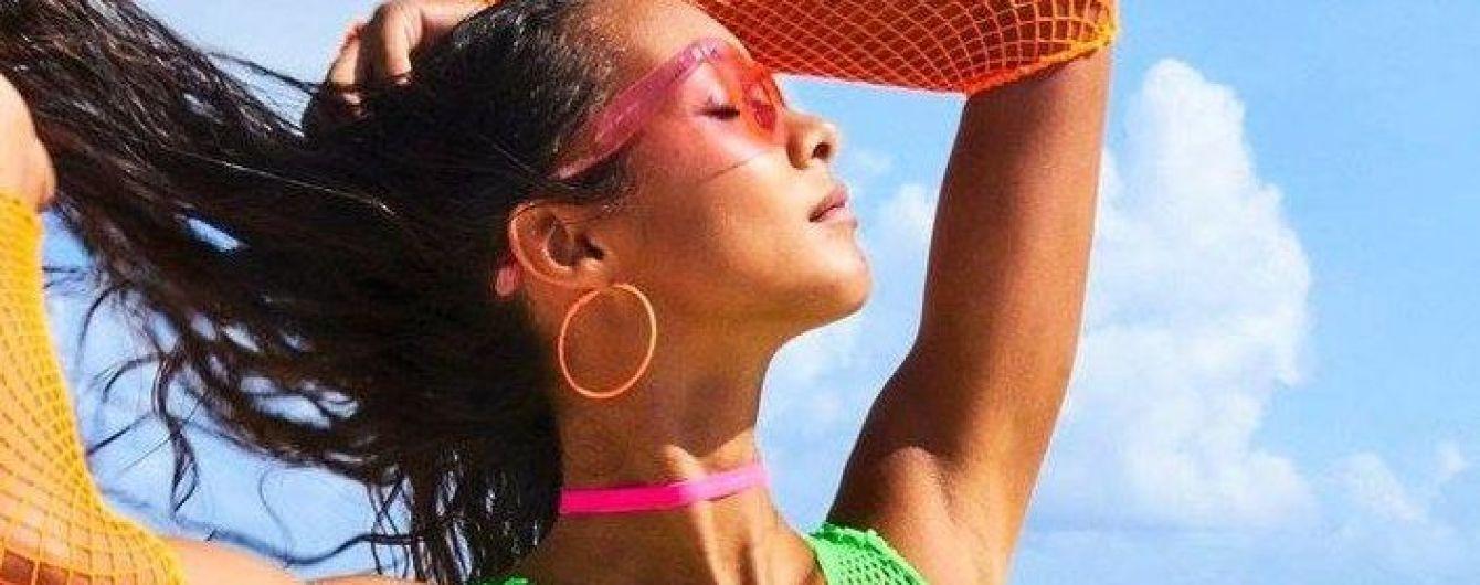 """Мокрая и сексуальная: """"ангел"""" Лаис Рибейро в пляжном фотосете"""