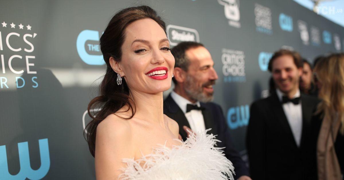 Дети Анджелины Джоли довели ее до истерики - СМИ