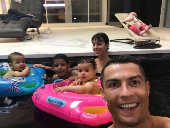 Кріштіану Роналду з родиною
