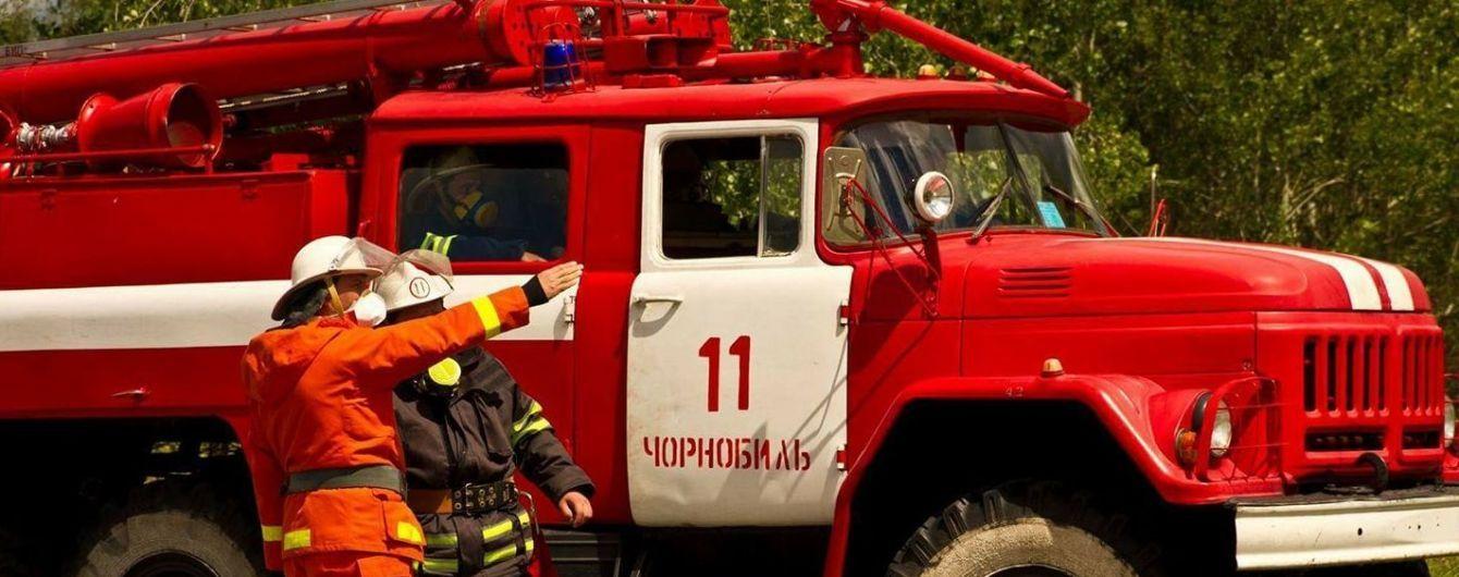 Тушат самолетами и вертолетом. В ГСЧС рассказали подробности пожара в Чернобыльской зоне