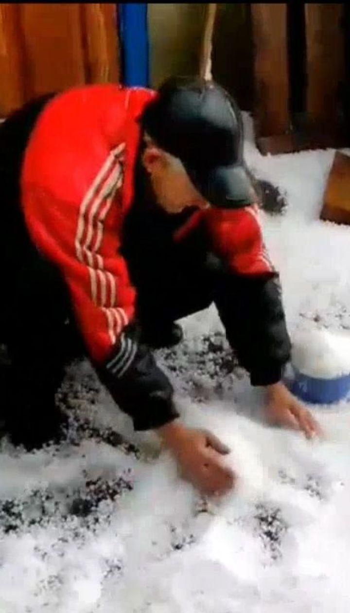 На Вінниччині випав град та сніг