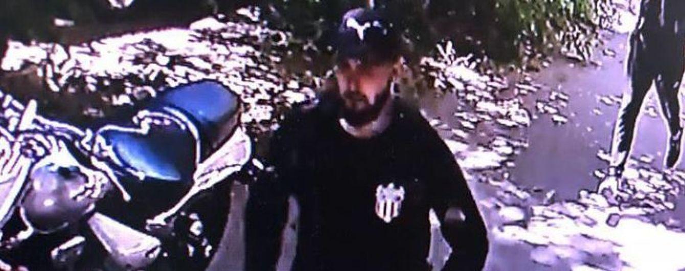 Полиция опубликовала фотографии подозреваемых в нападении на активиста в Одессе