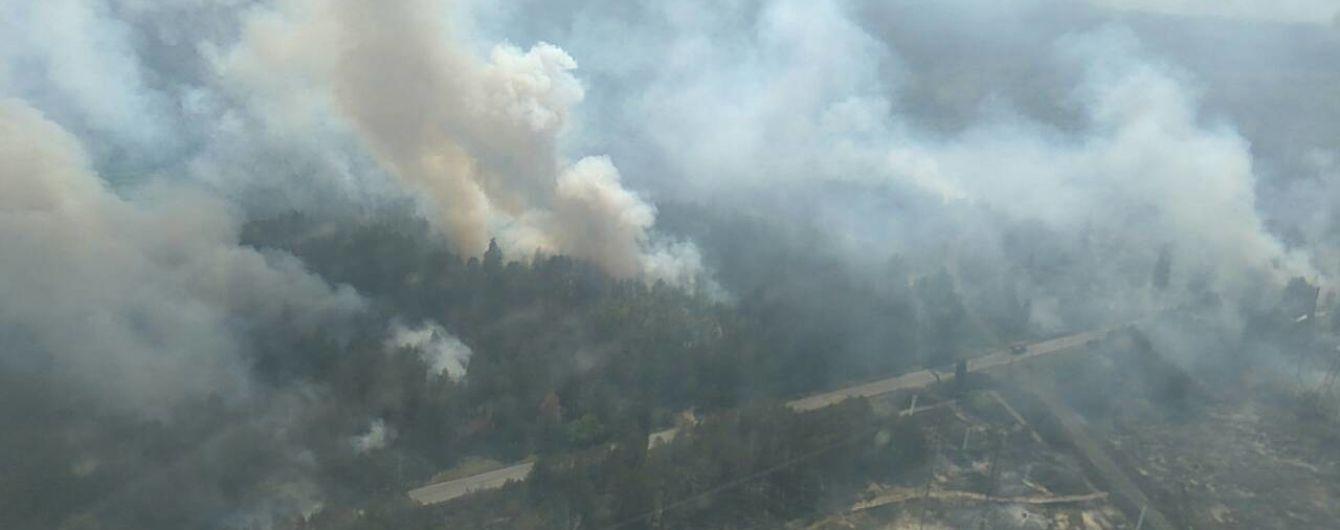 Рятувальники досі не можуть локалізувати вогонь у лісі біля ЧАЕС