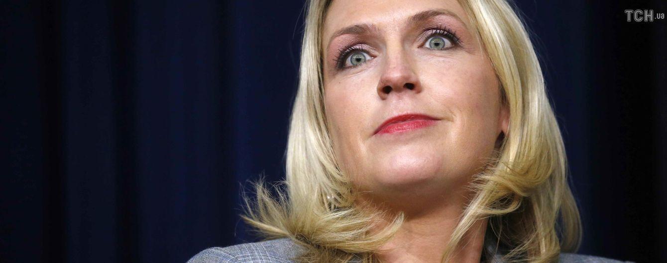 Помощница Трампа, которая пошутила про рак Маккейна, больше не работает в Белом доме - CNN