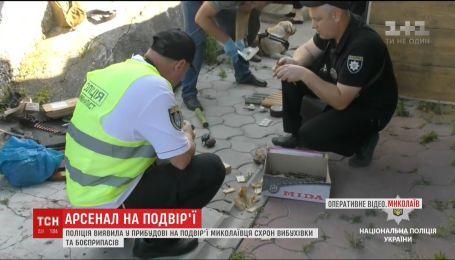 На подвір'ї миколаївця поліція виявила схрон вибухівки та боєприпасів