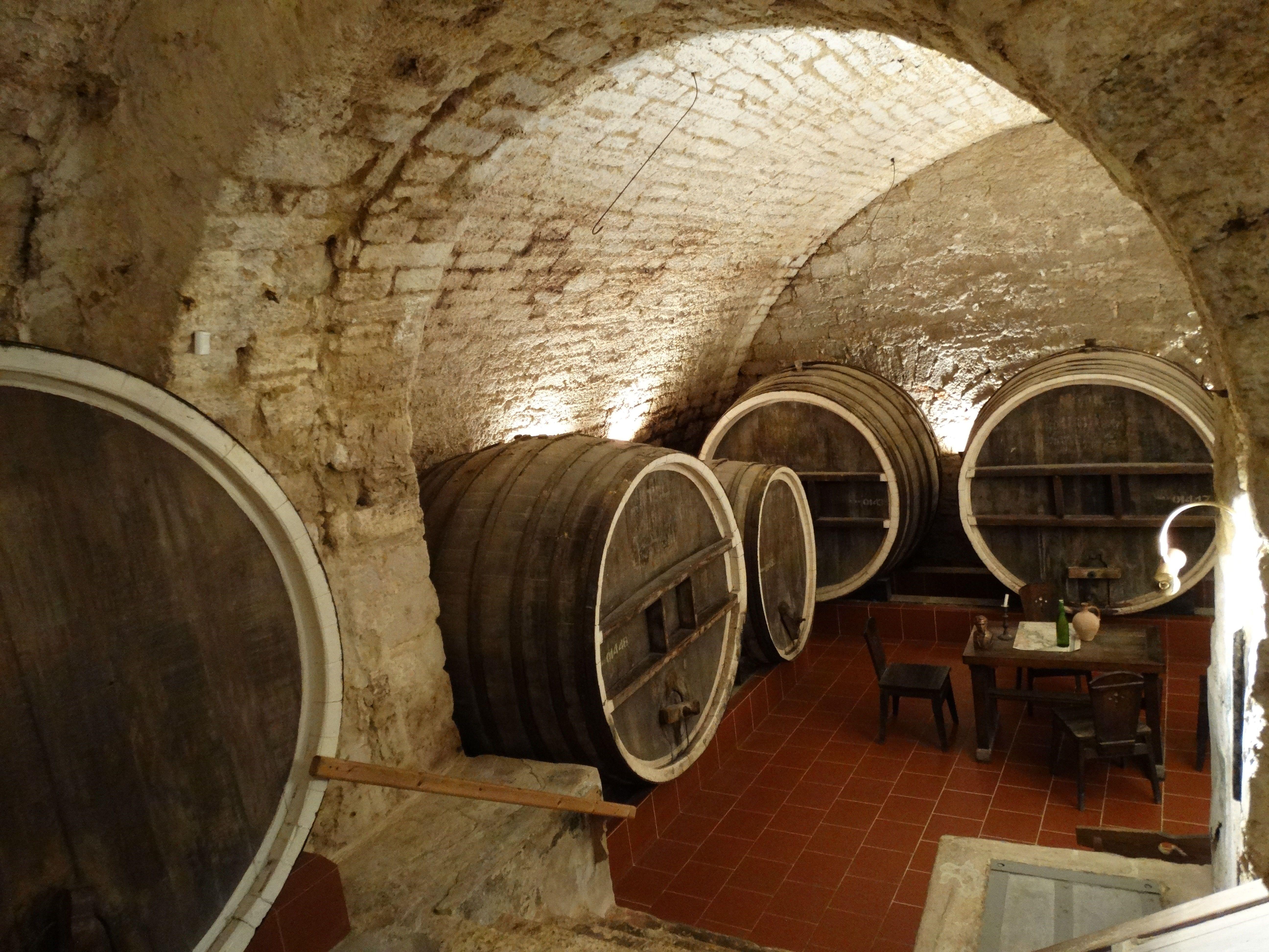 подорожі Україною, вино, бочки