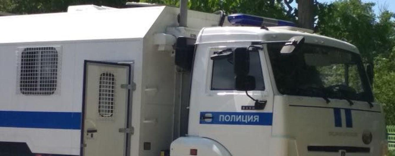 В окупованому Криму силовики вдерлись до мусульман і забрали у невідомому напрямку чоловіка