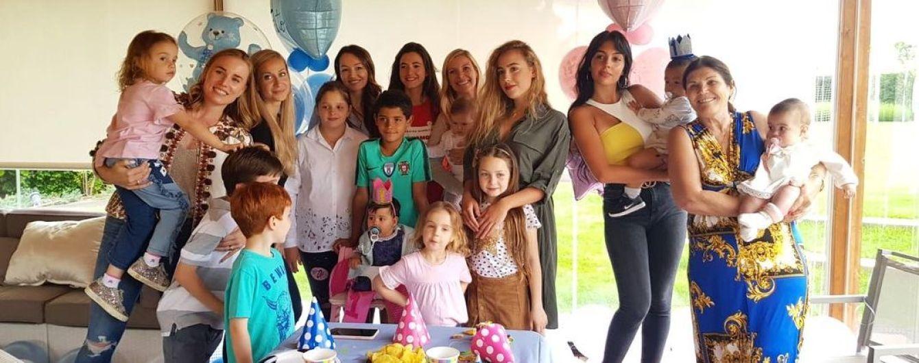 Девушка Роналду показала, как семья отпраздновала день рождения двойняшек без Криштиану