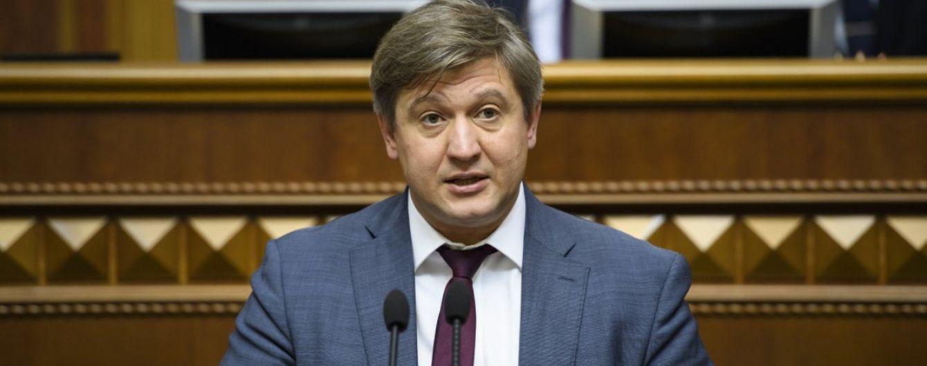 Нервничал, пил воду и поцеловал депутатку: как вел себя в Раде Данилюк в день увольнения с должности министра финансов